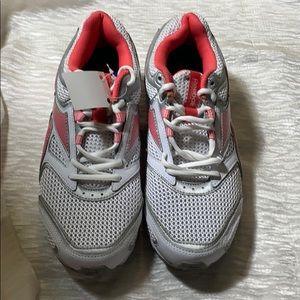 Reebok memory tech peach & white shoes sz 10